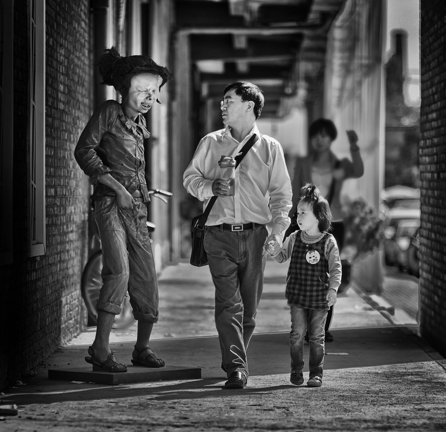 Father and Daughter in Beijing I was in one of my favorite artsy/bohemian areas of Beijing with my D3S doing some people-photography.  It's some of the best people-watching in the world around there.This area is full of all sorts of galleries, shops, curio-stores, antique shops, and other various unique Chinese shopping.  The crowd ranges from the wildly artistic to families out on a little escapade.  While I was weaving through the crowd myself, I spied this father and daughter walking in my direction…- Trey RatcliffClick here to read the rest of this post at the Stuck in Customs blog.