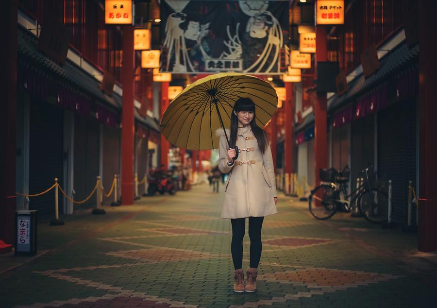 荒井沙織 With Umbrella In Asakusa